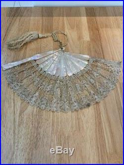 Antique Victorian Mother Of Pearl Chantilly Lace Hand Fan